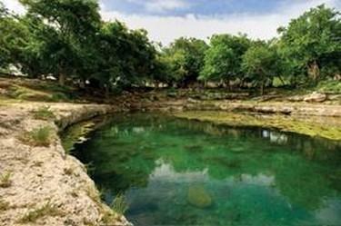 Vista panorámica del agua cristalina del Cenote Xlacah