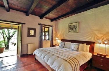 Tranquilas como confortables y exquisitamente decoradas con piezas artísticas de gran valor históric