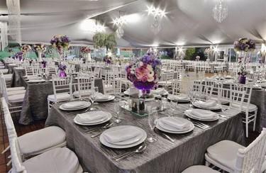 Contamos con salones vanguardistas rodeados de amplios y hermosos jardines para bodas y eventos.
