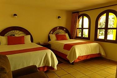 Habitación con 2 camas matrimoniales
