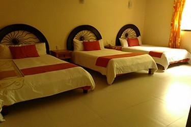 Habitación con 3 camas, Hotel Jardines del Carmen