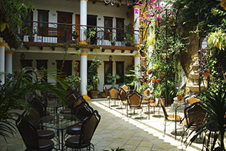 Vista del patio del hotel Grand María