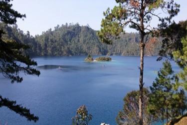 Vista de una de las lagunas que conforman el Parque Nacional Lagunas de Montebello