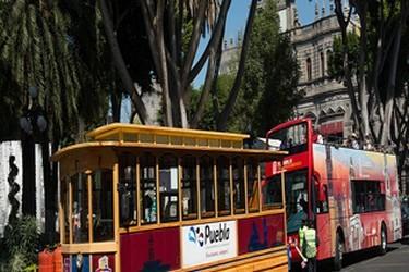 Vista del turibus en el centro de la ciudad