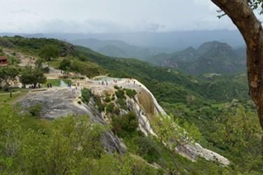 Vista panorámica de la cascada Hierve el Agua