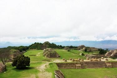 Centro urbano construido por la cultura zapoteca