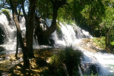 Zona de cascadas que forman los lagos