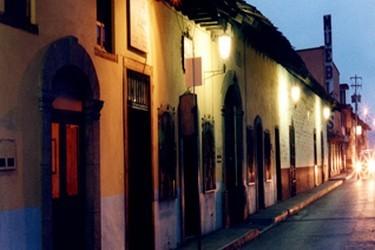 Vista nocturna en las calles de Zacatlan