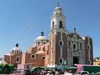Vista desde la plaza la catedral de Tlaxcala