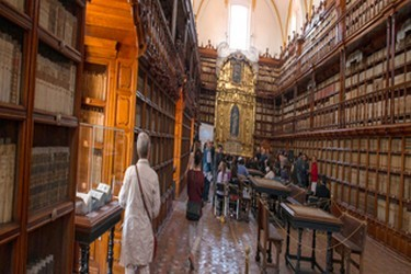 Interior de la biblioteca palafoxiana de Puebla