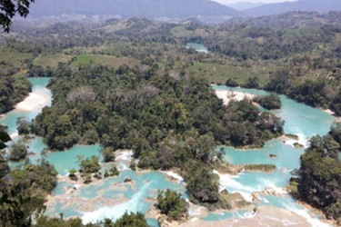Vista cascadas agua azul turquesa
