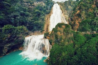Vista de las impresionantes Cascadas El Chiflon