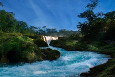 Vista del rio color turquesa