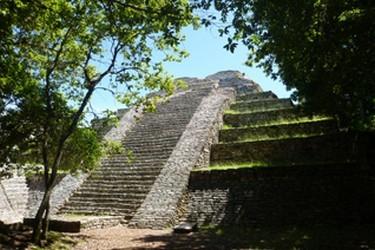 Vista de la Piramide de Tenam Puente