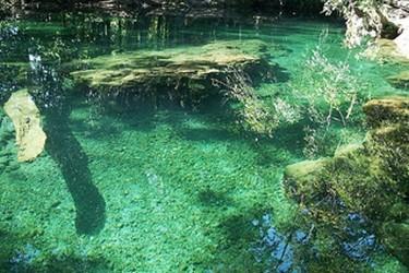 Profundas aguas color turquesa