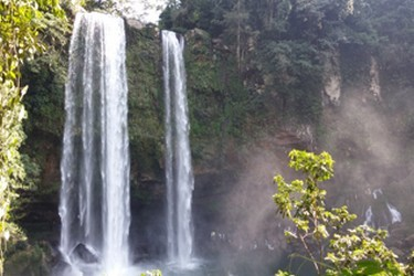 Waterfall of 25 meters high, famous for being scene of films