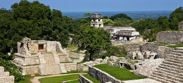 Vista  aérea de las pirámides de Palenque
