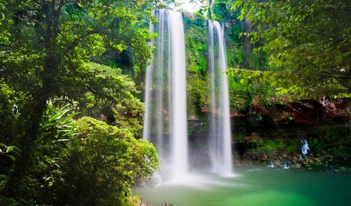 Una caida de más de 20 mts de altura forman esta cascada
