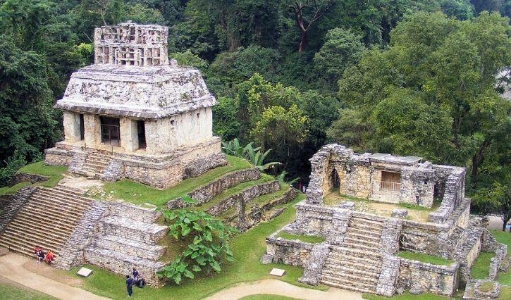 Vista de las piramides en la zona arqueologica