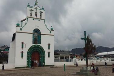 Vista del átrio de la iglesia de San Juan Chamula