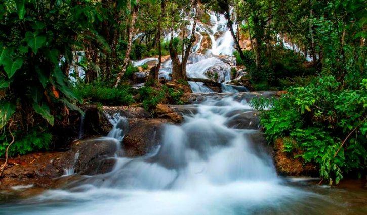 Cascada el Corralito tomada de frente con su magnifica caida de agua
