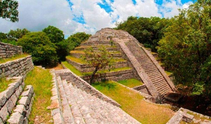Vista panoramica a la piramide principal de Tenam Puente