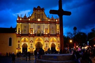 Vista de noche de la catedral de San Cristóbal