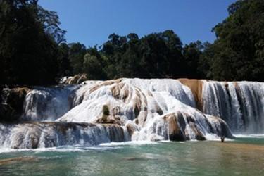 Hermosa vista de las cascadas