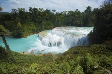 Gran vista de las hermosas cascadas
