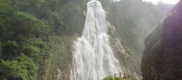 Cascada de 120 metros de altura