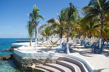 Vista del área de hamacas del Hotel Cozumel & Resort