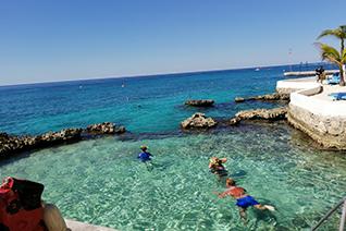 Vista panorámica del club de playa del hotel