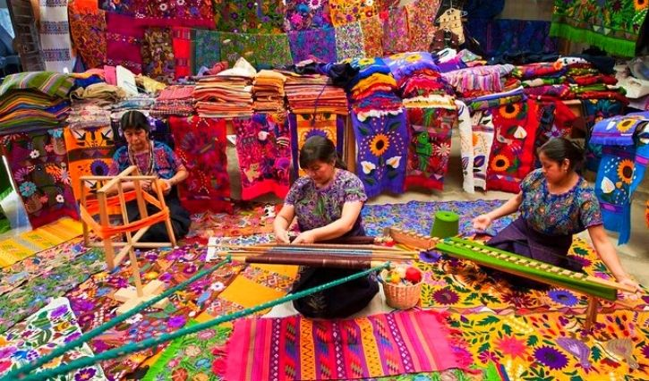 Mujeres artesanas en Zinacantan