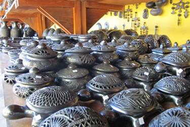 Figurines en argile noire fabriquées à San Bartolo Coyotepec