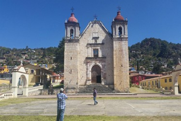 La paroisse de San Mateo, couronne la place principale de Capulálpam