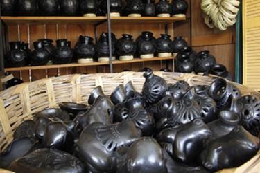 Black clay figures made in San Bartolo Coyotepec