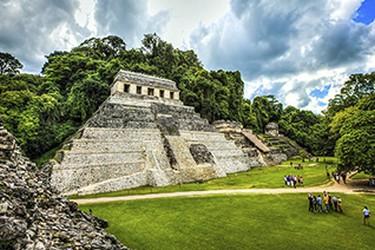 Vista panoramica del Templo de las inscripciones desde el Palacio.