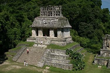 Arqueológia de palenque, vista del Templo del Sol en Palenque.