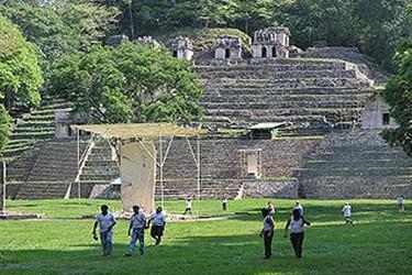 Bonampak significa muros pintados, imagenes de batallas y juicios de priscioneros.