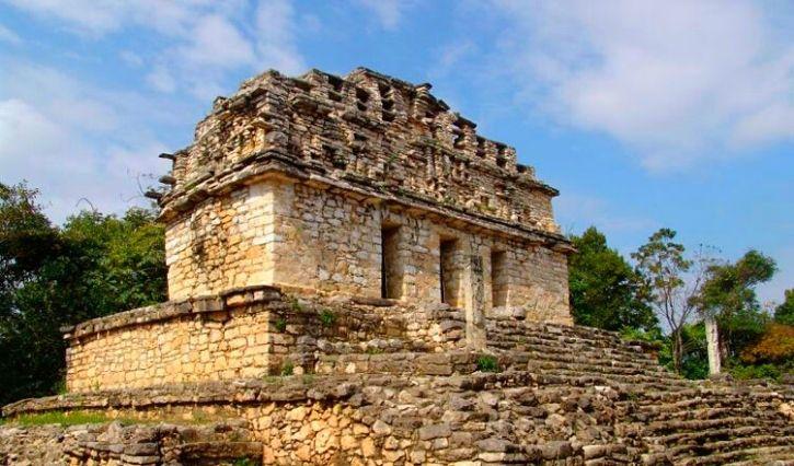 Antigua ciudad de la Cultura Maya situada en la orilla del Río Usumacinta
