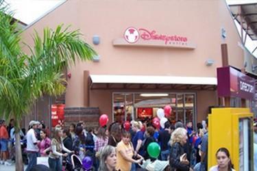 Vista exterior de la tienda Disney