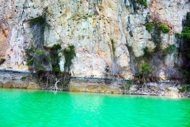 Laguna color verde turquesa
