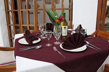 Servicio de restaurante de Plaza Palenque Hotel