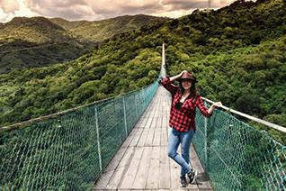 Tourist on the bridge to the town of Mazamitla