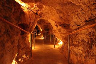 Vista e iluminación de la gruta de Coyame