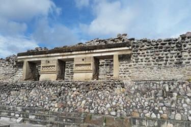 Vista de una parte de la zona arqueológica de Mitla