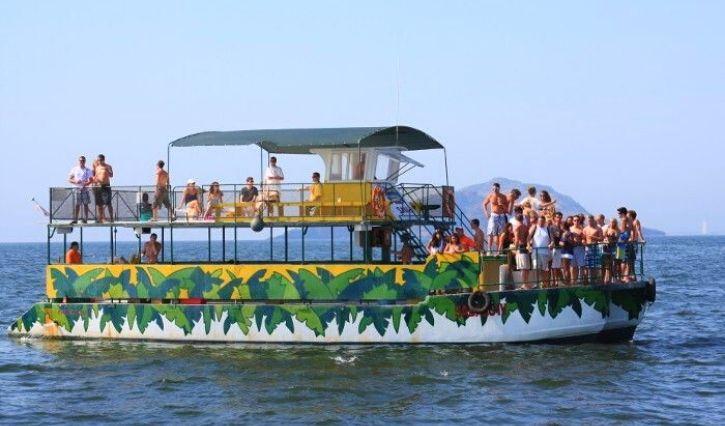 Recorrido en catamarán por isla de Piedra