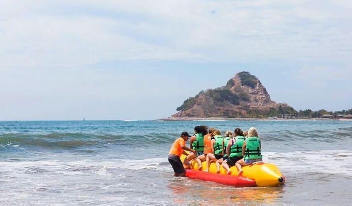 Actividad paseo en banana en isla de Piedra