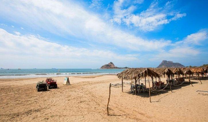 Vista de la playa en isla de Piedra