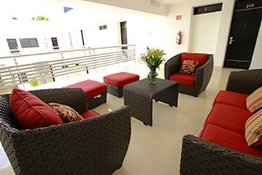 Área de sala de estar del Hotel Embajadores